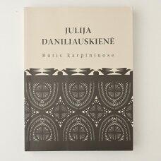 Julija Daniliauskienė : būtis karpiniuose